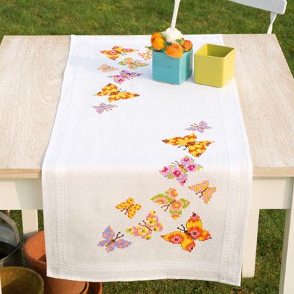 Striscia farfalle colorate da vervaco per la casa for Farfalle punto a croce