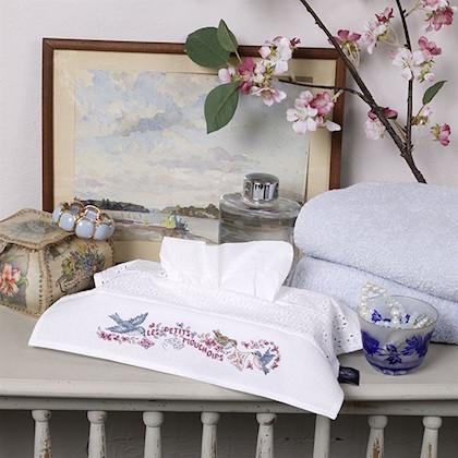 housse de bo te mouchoirs ne pleure pas jeannette aida de les brodeuses parisiennes les. Black Bedroom Furniture Sets. Home Design Ideas
