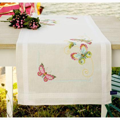 Runner ecru farfalle da vervaco per la casa for Farfalle punto a croce