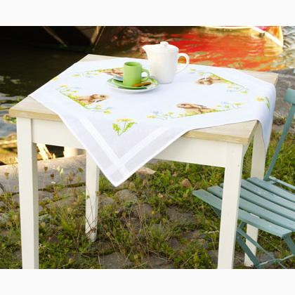 Beau Hare Tablecloth (80 X 80)
